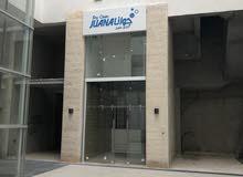 محل تجاري للإيجار بدون خلو ضمن مجمع على شارع الجامعة الاردنية الرئيسي للايجار