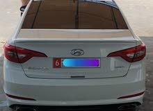السيارة نظيفة جدا موجودة بمدينة العين
