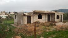 بيع ارض  مساحة 1000م   عليها بيت  عظم _(عجلون / أوصره _ مسطح البيت  تقريبا 220 م