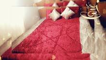 للبيع طقم مفارش سرير 6 قطع مرتب قماش مخمل محشي داكرون