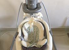 مرجيحة اطفال كهربائية مع كوت بحالة الجديد استعمال خفيف جدا