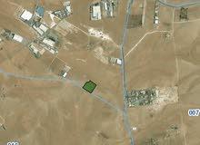 قطعة أرض بمساحة عشر دونمات صناعي  في منطقة الموقر جنوب عمان للبيع