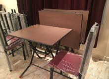 2 طاولة حجم 70x60cm  و 4 كرسي غير مستعمل