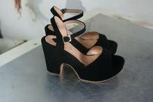 حذاء نساء مع كعب ( صندال)
