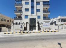 شقة للبيع 160 متر طابق ثالث مع رووف 35 متر في المدينة الرياضية خلف المختار مول