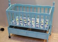 سرير اطفال بدون مترس بحالة جيدة