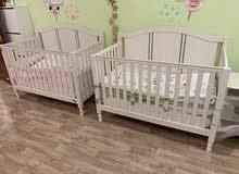 سرير طفل عدد 2 بحاله جيده جدا كالجديد من pottery barn