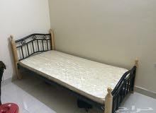 سرير ماليزى استعمال خفيف كالجديد مع مرتبة