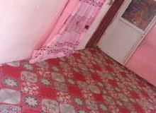 بيت للبيع مساحه 150 الاصمعي الجديد قرب جامع السهلاني بيت تجاوز يتكون من غرفتين