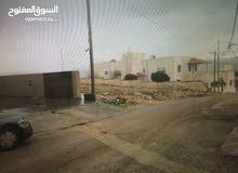 دونم ارض في منطقة السرو بالقرب من جامعة عمان الاهليه