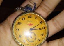 ساعة يد قديمة