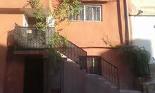 البيت البيع مكون من 3 طوابق للبيع المستعجل