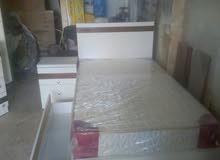 غرفة نوم:تخت مفرد وتحته.صندوق تخزين وكومدينا وتواليت تفصيل للبيع