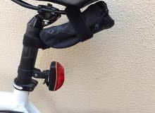 دراجة اسكوت مقاس 58 مع كامل معداتها عداد سرعة مصابيح بامب شنطة تخزين دبة ماء