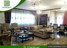 شقة ارضية دوبلكس للايجار في اجمل مناطق ام اذينة مساحة البناء 383 م المساحة الخارجية 350 م