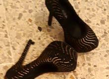 بيع حذاء ملبوس مرة وحدة