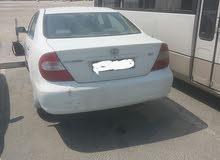للبيع سيارة كامري موديل 2004 لون أبيض نضيفه ماشيه 240 الف استعمال شخصي مالك اول