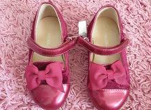 أحذية جديدة ومستعملة للأطفال