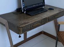 طاولة مكتب مع كرسي من الحذيفة للمفروشات استعمال 6 اشهر