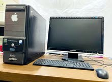 كمبيوتر مكتبي مع كامل معدانه