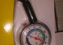مقياس ضغط عجل المركبه.