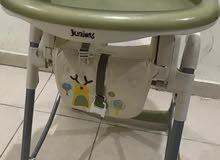 كرسى اطفال من جونيوز حالته كالجديد تماما Baby chair from JUNIORS
