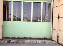 مكتب خشب+ زحاج للبيع
