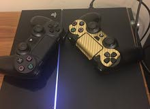 ps4 with two controller and 4 games