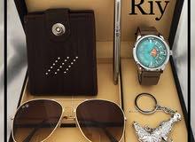 طقم مكون من ( ساعة ، نظارة ، قلم ، ميدالية ، ومحفظة ) درجة ممتازة