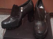 حذاء نسائي مع كعب جديد (نمرة 39)