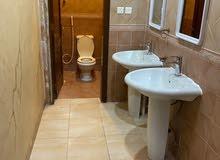 شقة للايجار اربع غرف وصالة ومطبخ وثلاث حمامات