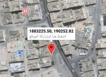 موقع حلو جدا لبناء عماره وتحت معارض للايجار شارع السلام وسط المدينه