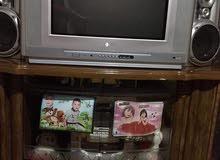 تلفزيون مع طاوله للبيع بحاله جيده