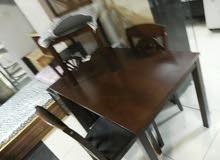 طاولات مع 4 كراسي