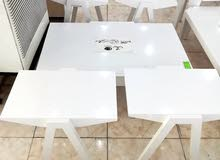 طربيزات خشب وزجاج نوعية ممتازة طاولة كبيرة ومعها طاولات صغيرة