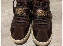 حذاء VERSACE استعمال نظيف وقليل جداً