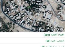 قطعة ارض مساحة 522 متر عليها سور من 3 جهات رقم القطعة 665
