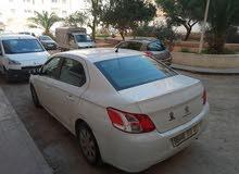 سيارة للبيع من نوع 301 بيضاء