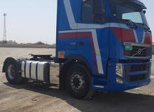 شاحنة مقطورة ( ثلاجة ) مع السائق