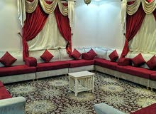 شقة مفروشه للإيجار خمس غرف وصالة وثلاث حمامات  بحوش مدخل مستقل ابها