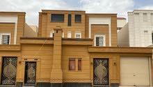 للبيع فيلا درج داخلي + شقة المساحة 375 متر في حي عكاظ السعر مليون و 160 الف