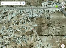 قطعة ارض سكنيه 700 متر تطل على شارعين في ال7
