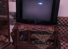 تلفزيون 30بوصة LGاستعمال نظيف في حالة ممتازة مع طاولة للبيع بسعر 700دينار
