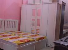 غرف نوم وطني الغرف مكونه من الدلب والسرير والتسريحه وعدد 2كمدينو وكرسي التسريع