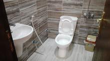 شقة جديدة ونظيفة اول شهر 200 دينار