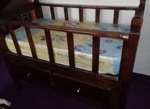 سرير بحال الجديد للبيع من عمر يوم حتى خمس سنوات