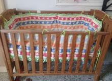 سرير اطفال خشبى