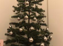 شجرة كريسماس اصطناعية (طول:2متر) مع الزينة
