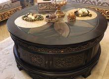 طاولة خشبية وسط راقية للمجلس شكل دائري رائع