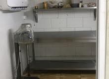 مطعم شاورما أو محلات فارغة للبيع بموقع مميز